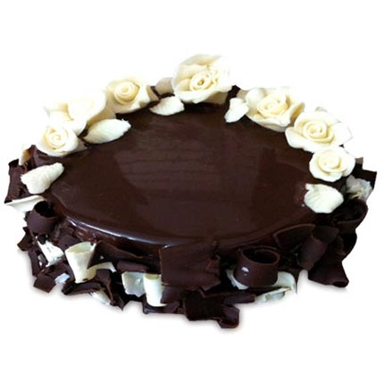 Chocolate Cake With White Roses 2kg Eggless