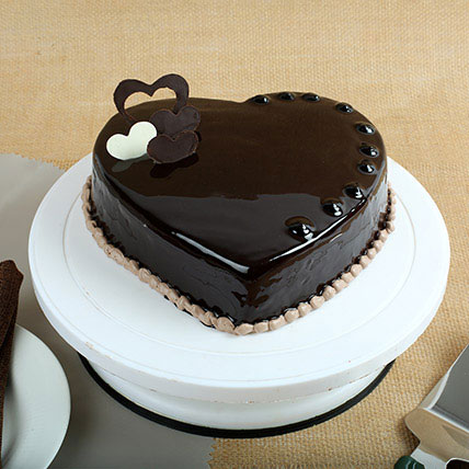 Images Of 1 Kg Cake : Chocolate Hearts Cake half kg Gift Choco heart cake half ...
