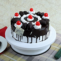 Black Forest Gateau: Send New Year Cakes to Pune