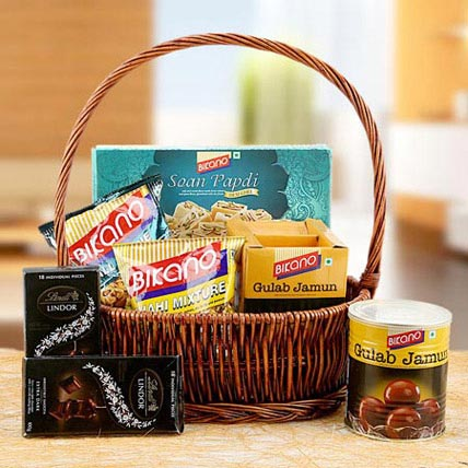 Charming Hamper of Love